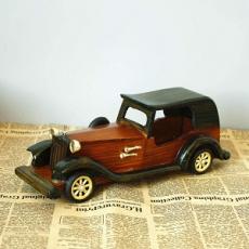 Maquetas de coches de madera